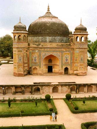 General knowledge about Tombs of Mohd. Momin and Hazi Jamal